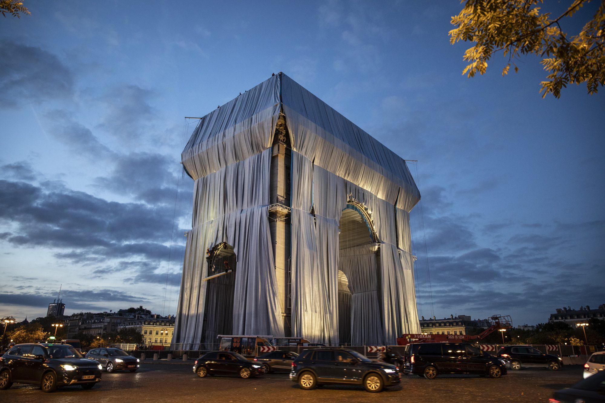 طاق نصرت پاریس پارچه پیچی شده نهایی2