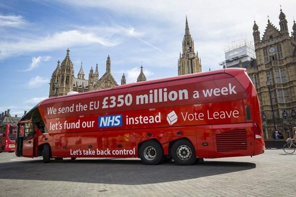 اتوبوس تبلیغاتی بوریس جانسون در کمپین خروج از اتحادیه اروپا (سال 2016)
