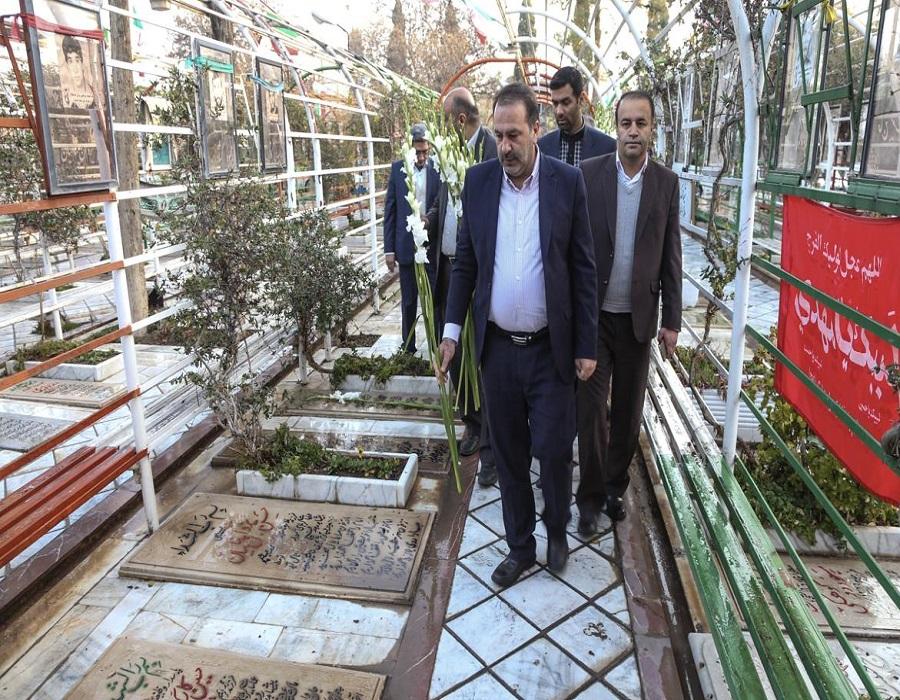 تجدید میثاق استاندار فارس با شهدا
