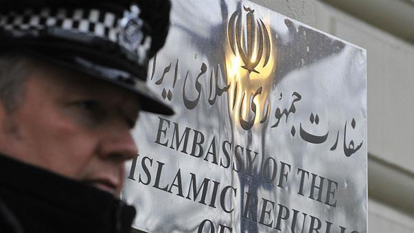 بازداشت معترضان سفارت ایران در لندن