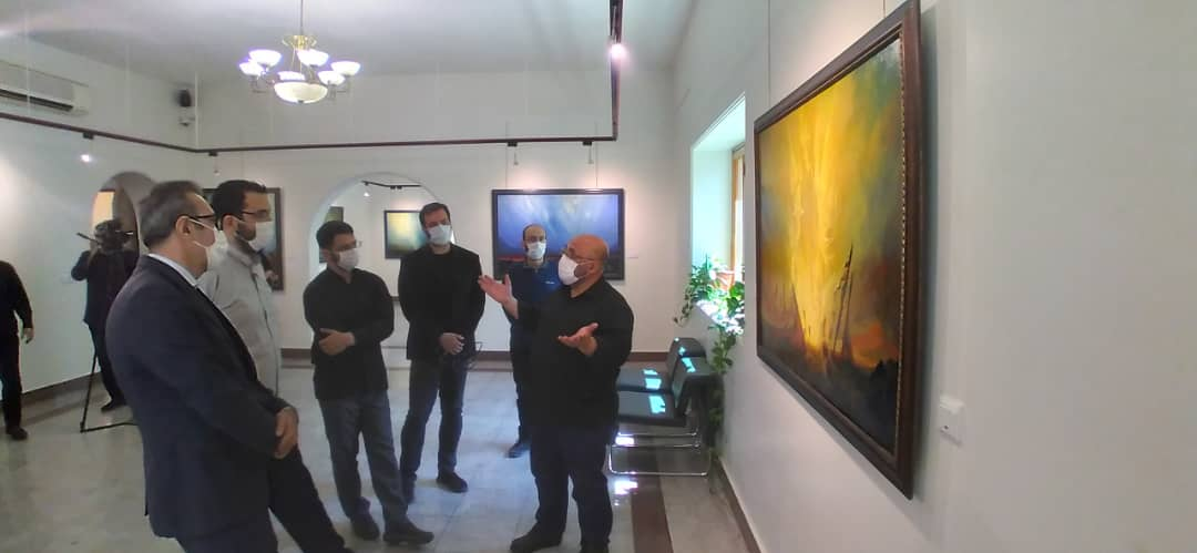 بازدید محمدمهدی دادمان از نمایشگاه نقاشی های عبدالحمید قدیریان