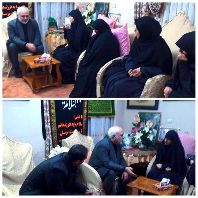 ظریف به همراه همسرش در منزل سردار شهید سلیمانی حضور یافت