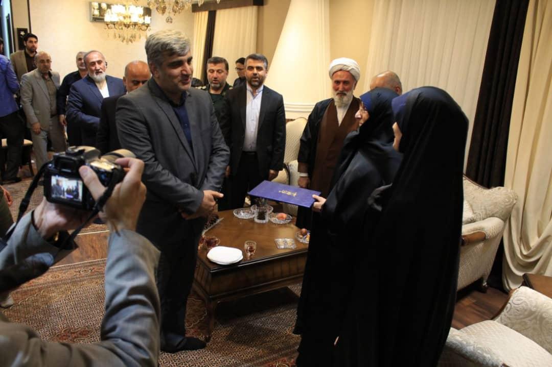 استاندار گیلان در دیدار با خانواده سردار شهید محمود قلی پور