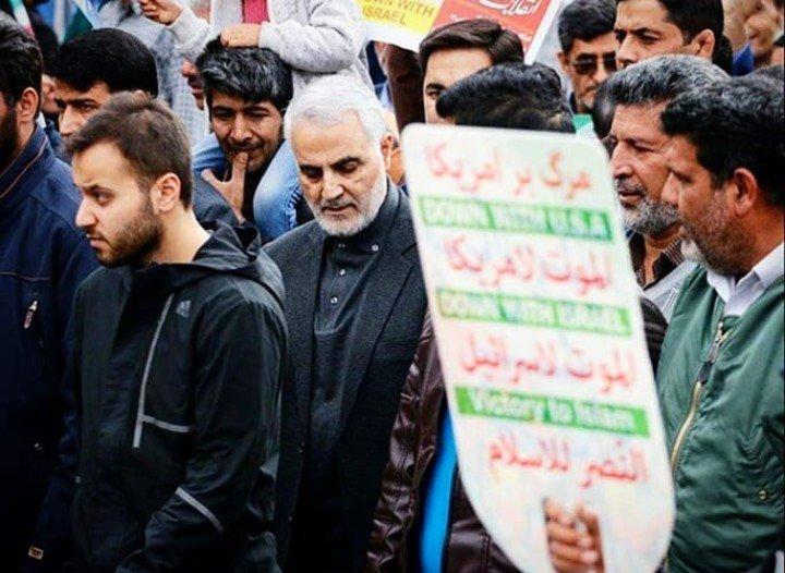 نخستین تصویر از حضور سردار قاسم سلیمانی در راهپیمایی 22 بهمن