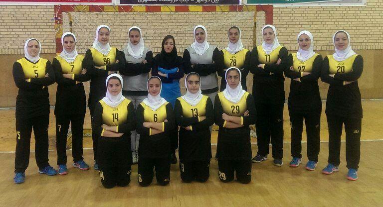 دختران هندبالیست کردستان با شکست اصفهان نخستین بُرد را به دست آوردند