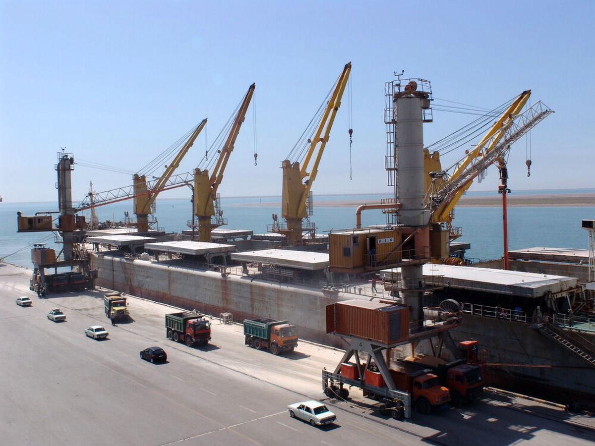 ۵۰ کشتی کالای اساسی منتظر یا در حال تخلیه بار در بنادر هستند