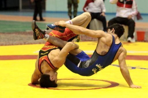 سنندج قهرمان رقابت های کشتی آزاد و فرنگی بزرگسالان کردستان شد