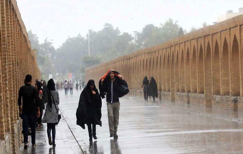 ورود سامانه بارشی از روز جمعه در استان اصفهان
