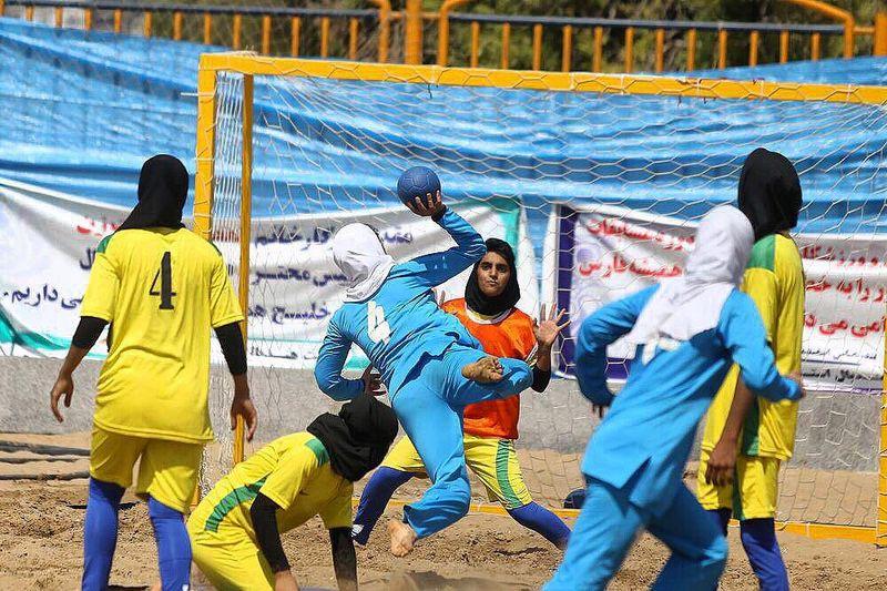 دختران هندبالیست هرمزگان بر سکوی قهرمانی ایستادند