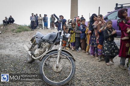 توزیع اطعام  و خدمات رسانی توسط موکب داران دولت آباد