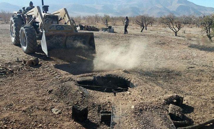 تخریب 5 حلقه چاه زغال غیرمجاز در شهرستان نجف آباد