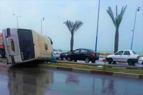 واژگونی مینیبوس در بندرعباس تلفات جانی نداشت/شهروندان با  سرعت مطمئنه رانندگی کنند