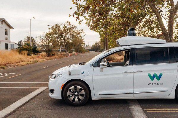گوگل ماشین هایش را بدون راننده به خیابان فرستاد