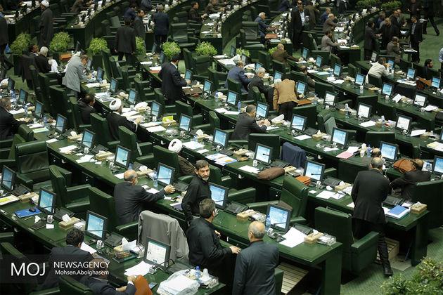 اسامی نمایندگانی که با تاخیر وارد صحن علنی مجلس شدند