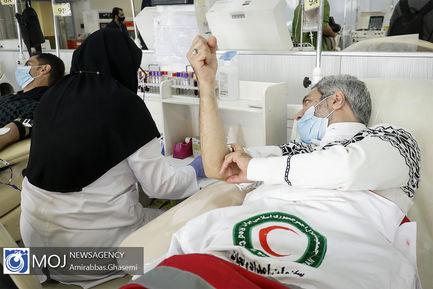 اهدای خون اعضای داوطلب سازمان هلال احمر
