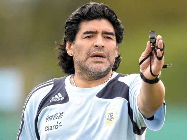 انتقاد مارادونا به انتخاب مونتلا به عنوان سرمربی سویا
