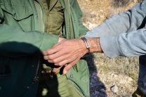 دستگیری یک متخلف شکار در منطقه حفاظت شده کرکس نطنز / کشف لاشه یک راس میش وحشی