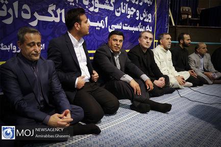 دیدار ورزشکاران و جوانان با سید حسن خمینی