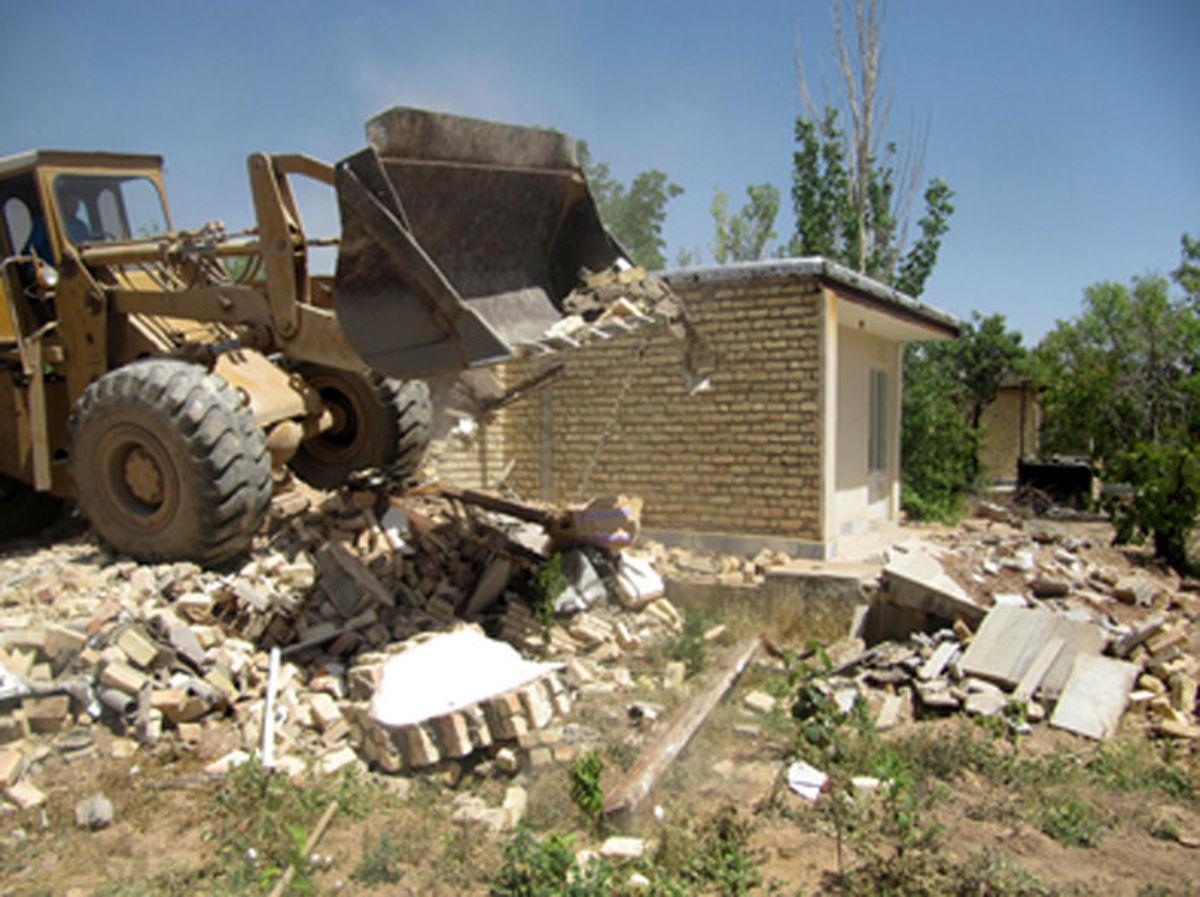 تخریب بیش از 5 هکتار ساخت و سازهای غیر مجاز در کاشان