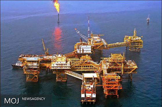 تغییر ارز مبادلات نفتی حاصل بی سوادی است