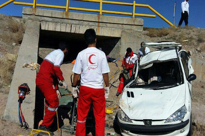 واژگونی سواری 206 در جاده اصلی شهر مهریز به انار