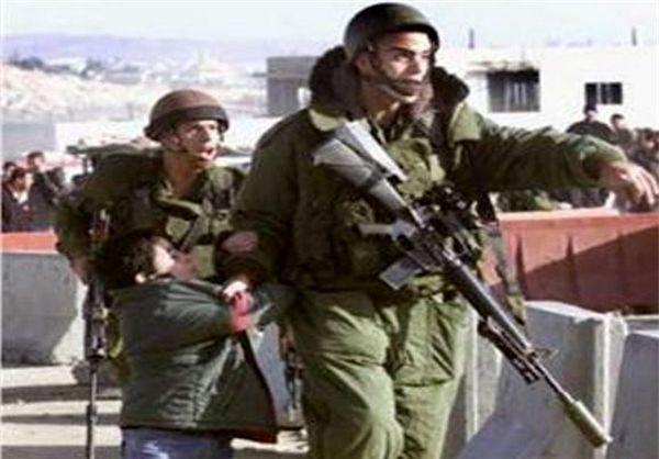 نظامیان صهیونیست فلسطینی ها را ضرب و شتم کردند