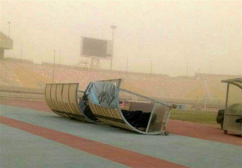 فوتبال بانوان در شرایط جوی گرد و غبار اهواز برگزار شد