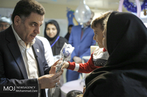 عیادت رییس جمعیت هلال احمر از مصدومین زلزله غرب کشور