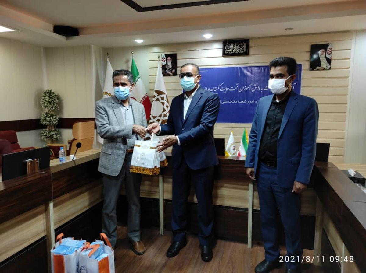 اهدا 50 دستگاه تبلت به دانش آموزان تحت حمایت کمیته امداد هرمزگان