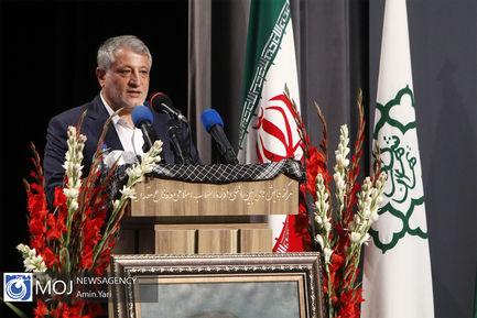 پرش با چتر یادبود هفته دفاع مقدس از برج پرچم تهران