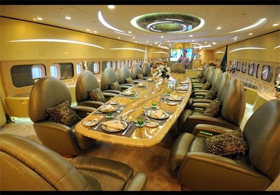 تفریح یا سفر اقتصادی/  گردش میلیاردی شاه سعودی به شرق آسیا