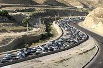 ترافیک فوقسنگین در محورهای هراز و فیروزکوه/ مبادی ورودی شهر تهران مملو از وسایل نقلیه است