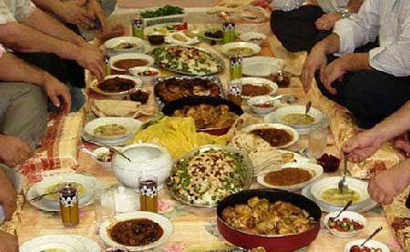 سفره افطاری برای ایتام و زنان سرپرست خانوار