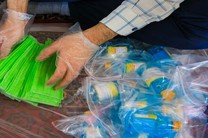 توزیع 500 بسته اقلام بهداشتی در امامزاده شمس الدین قائمیه اصفهان