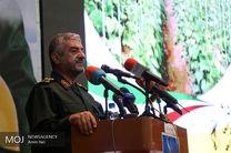 انقلاب اسلامی همچنان پرچمش بلند است