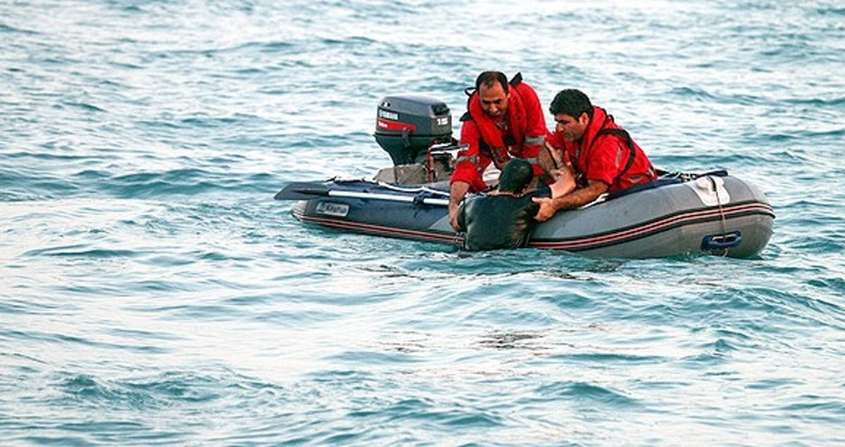 ۱۳ سرنشین شناور تفریحی در کیش نجات یافتند