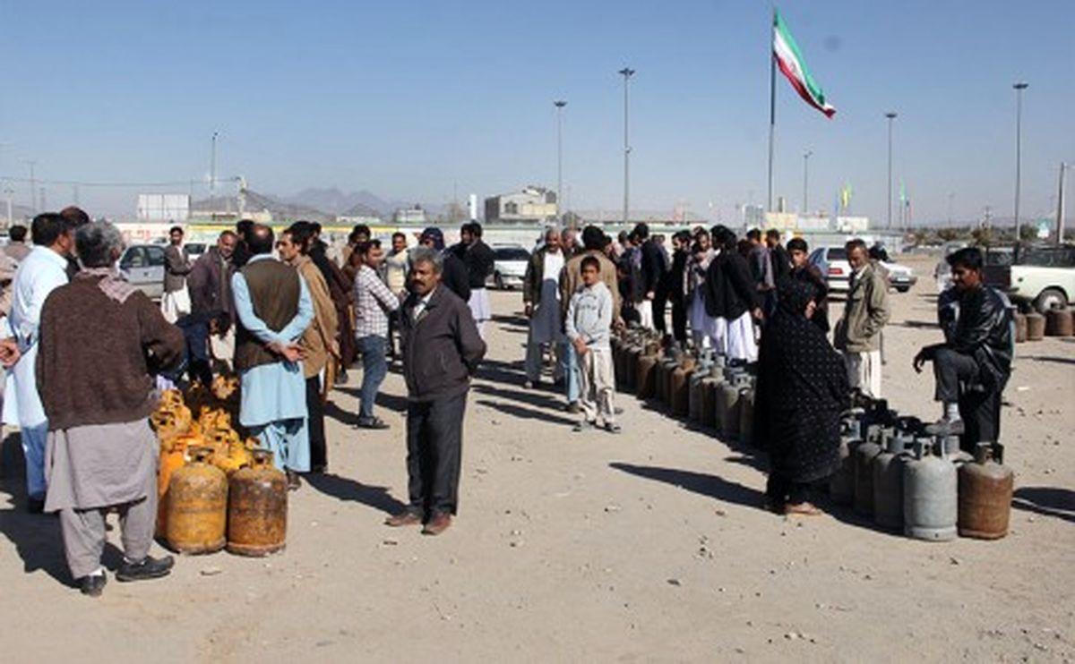 صف های طولانی گاز معضل تکراری مردم سیستان و بلوچستان/ وعده گازرسانی دولت به زاهدان چه شد!؟
