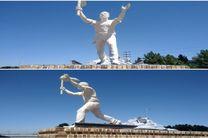 رونمایی از مجسمه دهقان فداکار