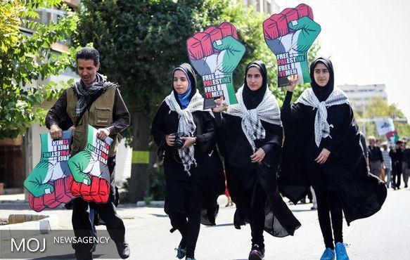 حضور مردم روزهدار گیلان در راهپیمایی روز قدس آغاز شد