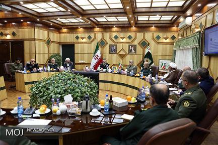 دیدار وزیر دفاع با فرمانده نیروی انتظامی
