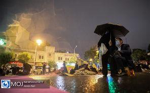 احیای شب نوزدهم ماه مبارک رمضان زیر باران بهاری