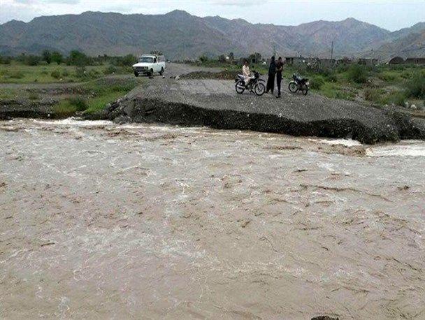 مردم از تردد و اسکان در حاشیه رودخانهها و مسیل ها خودداری کنند