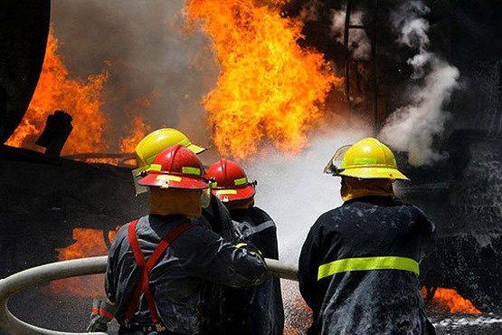 با تلاش آتش نشانان حریق مجتمع تجاری در اصفهان اطفا شد