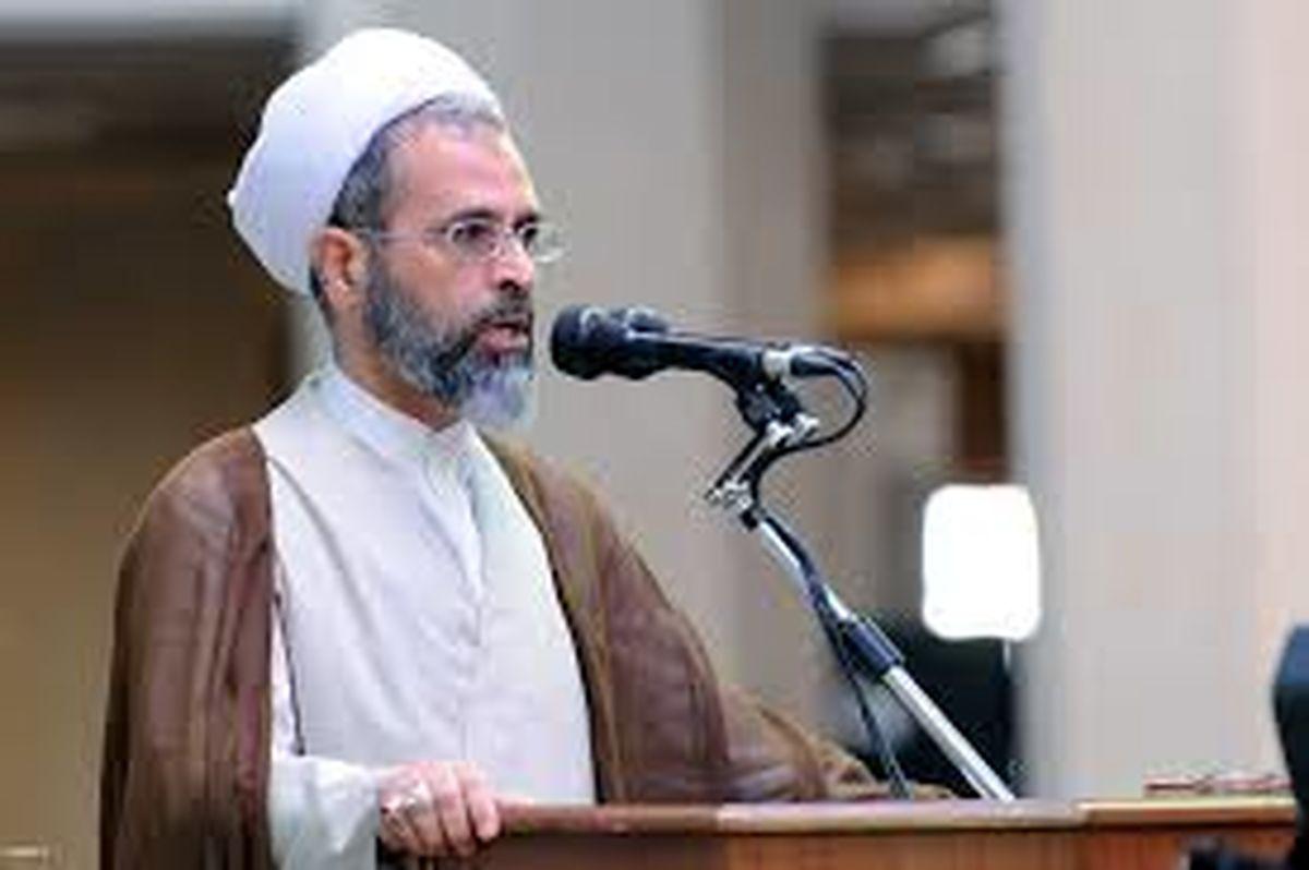 انقلاب به دنیا ثابت کرد دین و اسلام زنده است