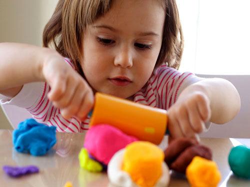 مسئولیت خانه را با کودکان اوتیسم تقسیم کنید