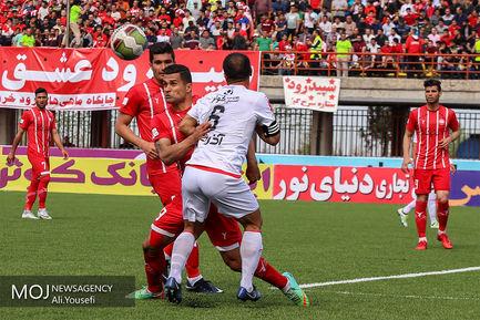 دیدار تیم های فوتبال سپیدرود رشت و تراکتورسازی تبریز