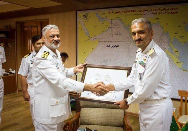 فرمانده ناوگروه پاکستانی با فرمانده منطقه یکم نداجا دیدار کردند