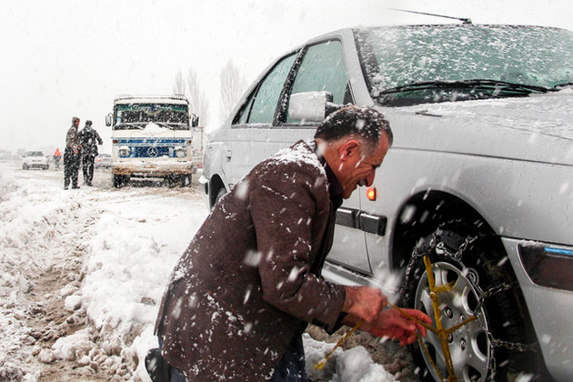 حضور نیروهای راهداری با آمادگی کامل در محورهای برفگیر و کوهستانی مازندران