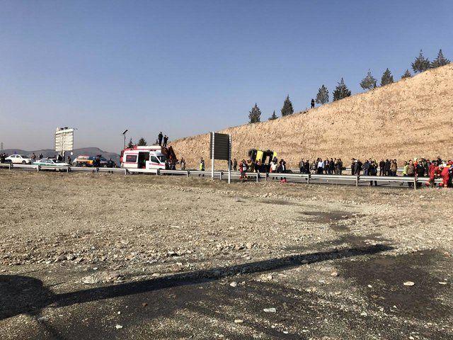 واژگونی اتوبوس شرکت واحد در اتوبان شهید بابایی 28 مصدوم برجا گذاشت