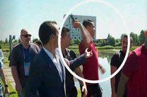 رونالدو میکروفن یک خبرنگار را به دریاچه انداخت